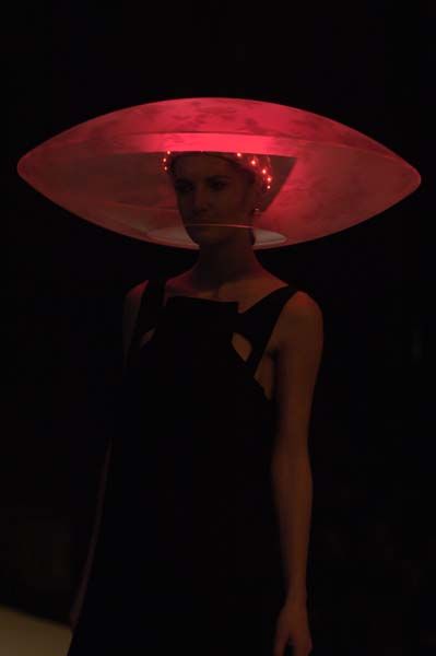 Airborne, Saucer Light Hat
